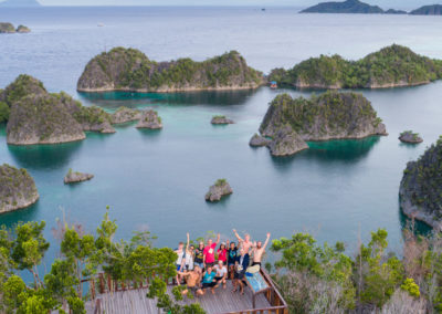diving in raja ampat lagoon